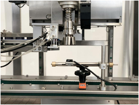 Automatic Arm Type Cap Tightening Machine Details